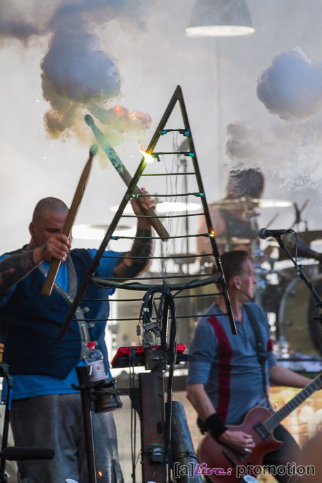 In Extremo spielten das erste mal seit sehr langer Zeit wieder im Eichsfeld, der Heimat von Micha. Es war außerdem das erste Konzert in Deutschland nach 10 Monaten. Viele Besucher kamen, um hier, auf Burg Scharfenstein mit In Extremo einen tollen Maiausklang zu feiern. / Foto: Michael Ehrlein